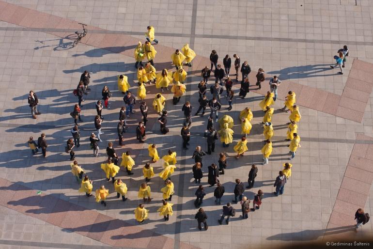 Vilnius, Lietuva, Lithuania, 2011, Antiatominis flashmobas, flashmob, protestas, Katedros aikštė