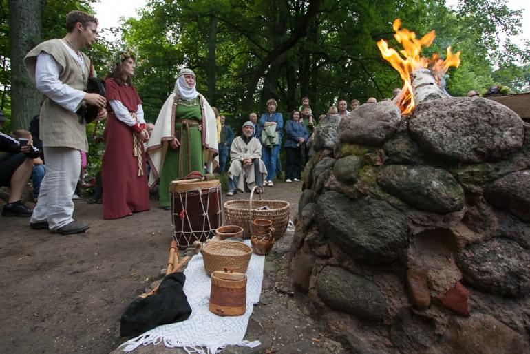 2012, Verkių rūmai, Lizdeikos aukuras, Rasos, Saulės palydėjimas, šokiai, šventė, ugnis, Verkių parkas, Žolynų turgus, kultūra, etnokultūra, istorija, Rasų šventė, tradicijos, renginys, parkas, Verkiai