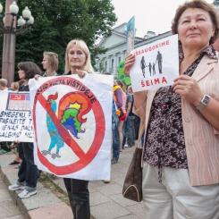 2013, Baltic pride, eitynės, Vilnius, Lietuva, Lithuania, homoseksualų eitynės, homofobija, gėjai, lesbietės, homofobai, protestuotojai