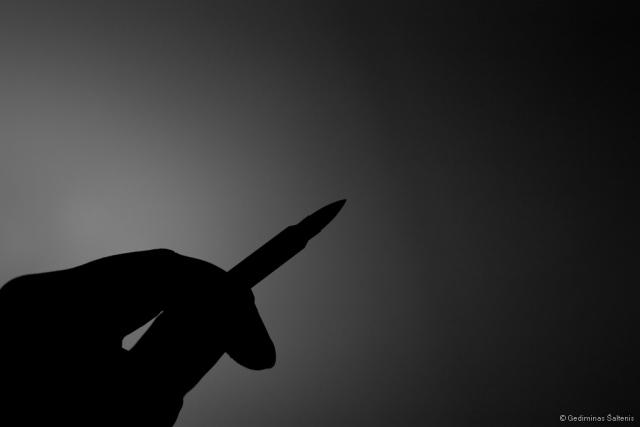 hand, bullet, silhouette, siluetas, kulka, ranka