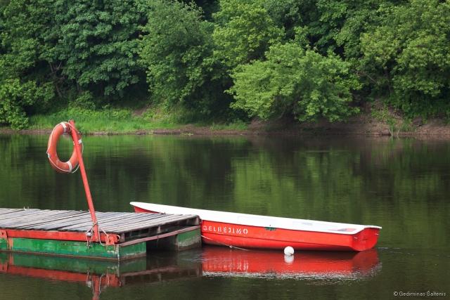 Vilnius, Lietuva, Lithuania, vasara, summer, river, upė, Neris, valtis, prieplauka, boat, wharf, medžiai, trees, 2011, helios 58mm