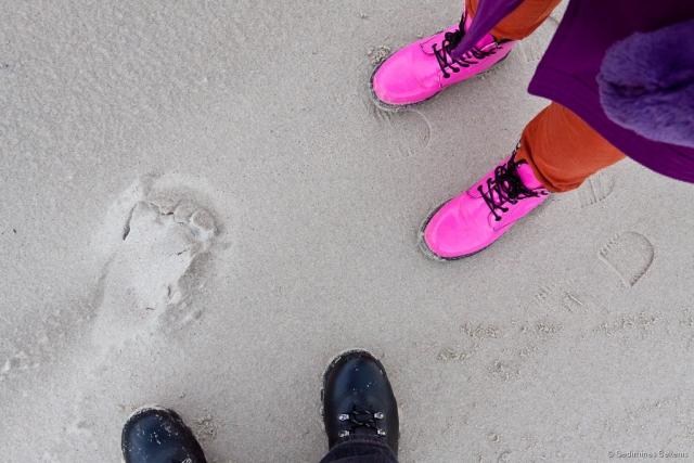 batai, smėlis, paplūdimys, Baltijos jūra, rausva, ružava, meneliai, 2011