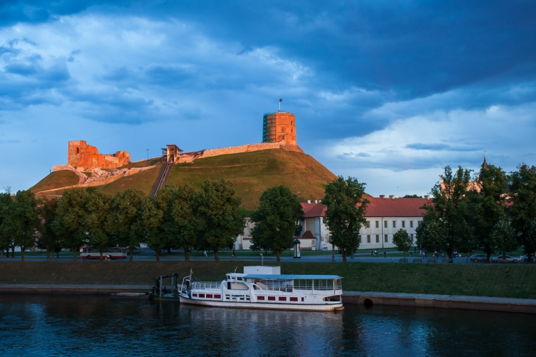 2014, boat, clouds, debesys, evening, Gediminas' castle, Gediminas' hill, Gediminas' tower, Gedimino kalnas, Gedimino pilis, laivas, Lietuva, Lithuania, Neris, river, upė, vakaras, Vilnius