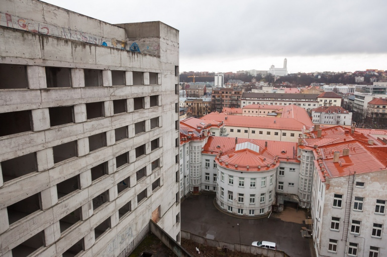 Kaunas, Lietuva, Lithuania, 2013, apleistas, apleista, abandoned, Respublika, viešbutis, hotel, stogai, roofs, stogas, roof, žiema, winter