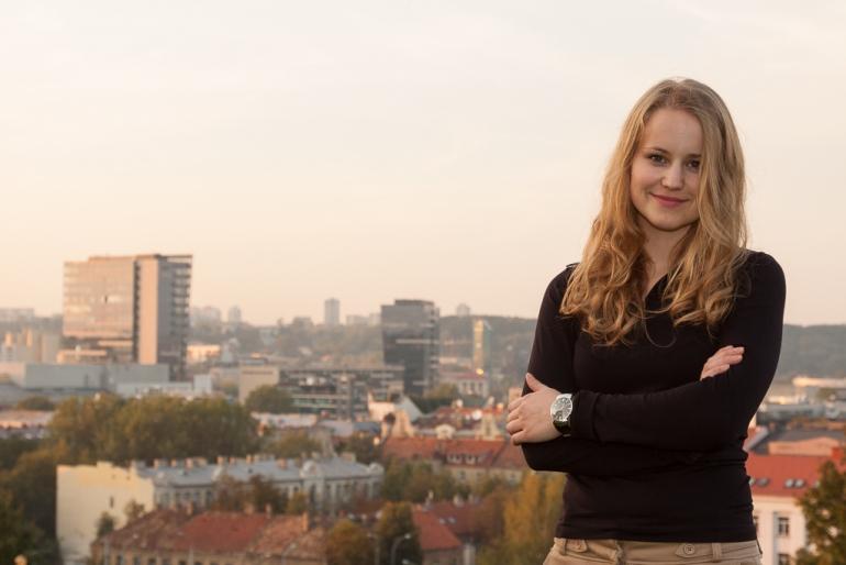 Vilnius, Lithuania, Lietuva, 2012, mergina, girl, portretas, portrait, miestas, city, Tauro kalnas, Rasa Venckutė, dangoraižiai, skyscrapers, pastatai, buildings, dangus, sky, vakaras, evening