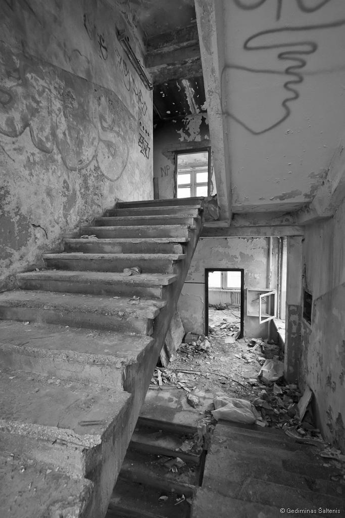 Vilnius, Lithuania, Lietuva, abandoned house, apleistas namas, laiptai, stairway, architektūra, 2011