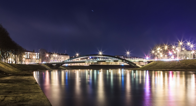 Vilnius, Lithuania, Lietuva, ilgas išlaikymas, naktis, long exposure, river, Neris, upė, 2012, ufonautai, krentanti žvaigždė, meteoritas, Mindaugo tiltas