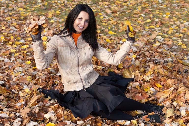 Vilnius, Lithuania, Lietuva, 2011, ruduo, autumn, mergina, portretas, leaves