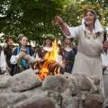 2013-etnokultūra-istorija-kultūra-Lizdeikos-aukuras-parkas-Rasos-Rasų-šventė-renginys-Saulės-palydėjimas-šokiai-šventė-tradicijos-ugnis-Verkiai-Verkių-parkas-Verkių-rūmai-Žolynų-turgus-laužas-Vilnius-Lietuva-Lithuania-solstice